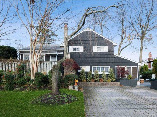4 BR,  4.00 BTH Split level style home in East Meadow