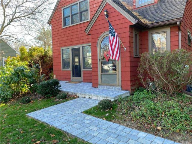 3 BR,  2.00 BTH Colonial style home in Cutchogue