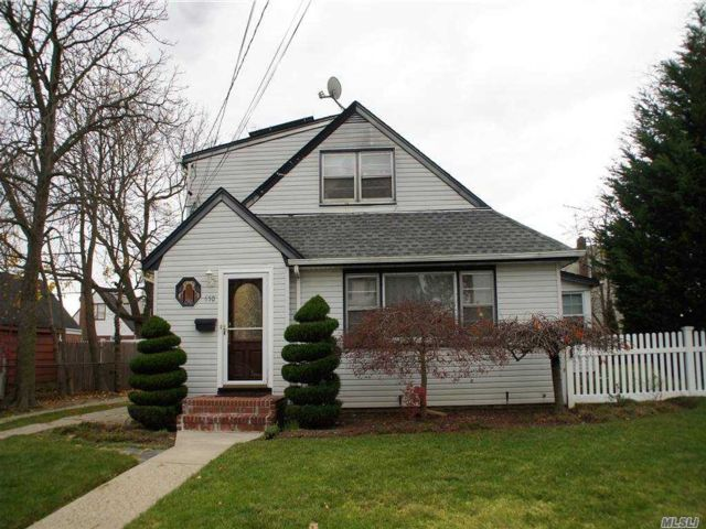 5 BR,  3.00 BTH Cape style home in Uniondale