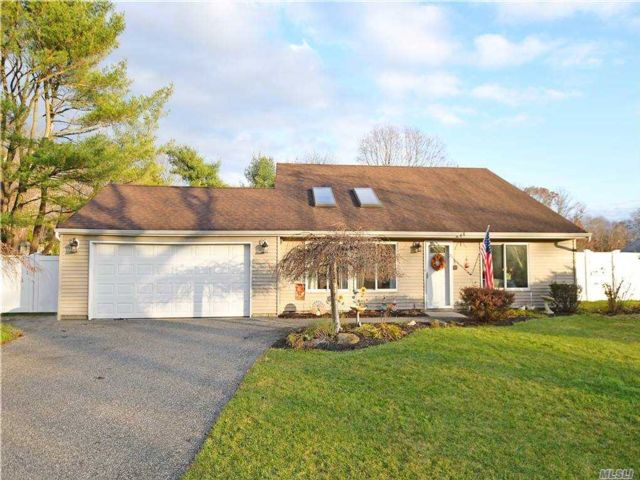 3 BR,  2.00 BTH Exp cape style home in Coram