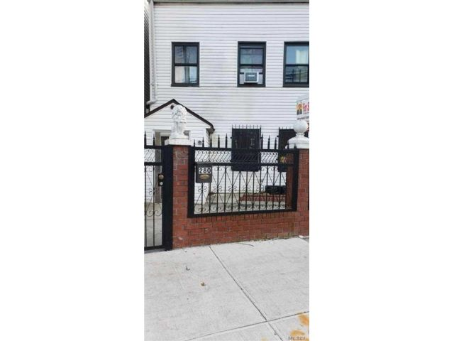 7 BR,  7.00 BTH Colonial style home in East New York