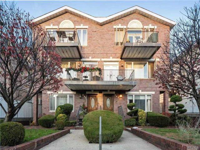 8 BR,  8.00 BTH  Colonial style home in Dyker Heights