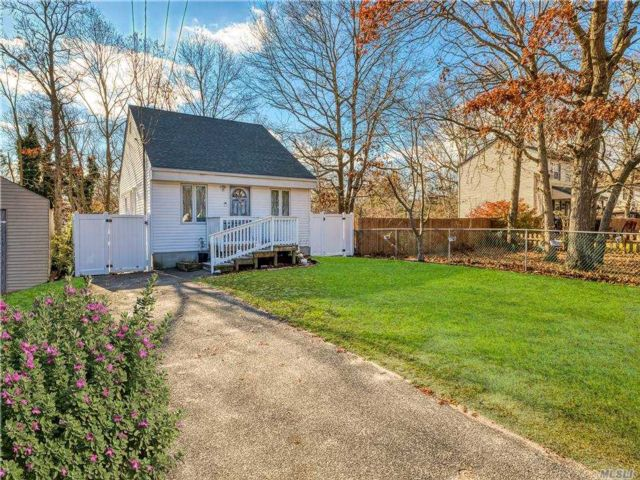 2 BR,  2.00 BTH  Ranch style home in Mastic