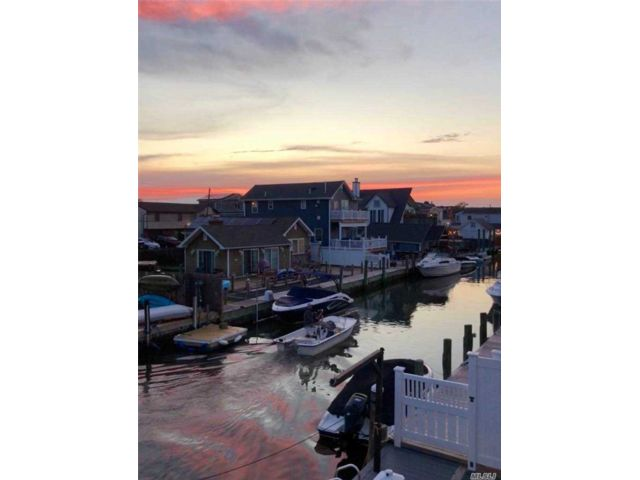 4 BR,  2.00 BTH Exp cape style home in Lindenhurst