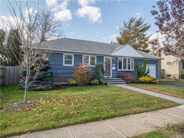 3 BR,  1.00 BTH Ranch style home in Amityville