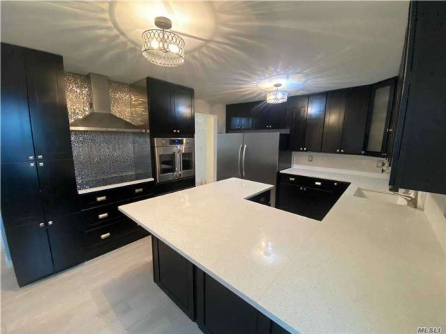 3 BR,  2.00 BTH Apt in house style home in Bayside