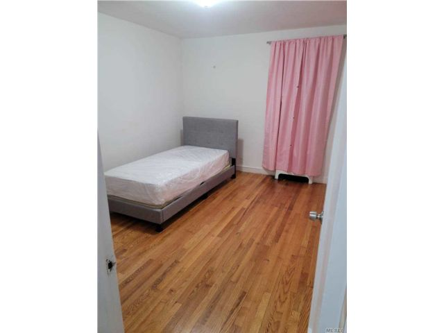 2 BR,  1.00 BTH Apt in house style home in Wakefield