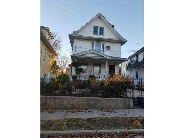 6 BR,  3.00 BTH Colonial style home in Jamaica Hills