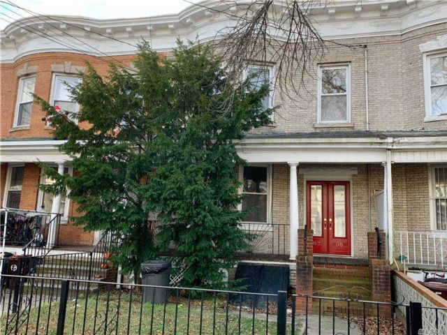 5 BR,  2.00 BTH Colonial style home in Woodhaven