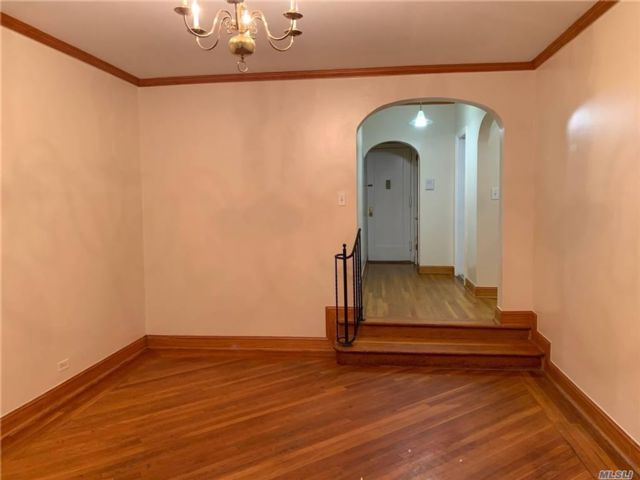 1 BR,  1.00 BTH Other style home in Sunnyside
