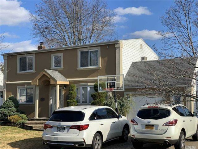 4 BR,  2.00 BTH  Colonial style home in Bethpage