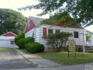3 BR,  1.00 BTH 2 story style home in Copiague
