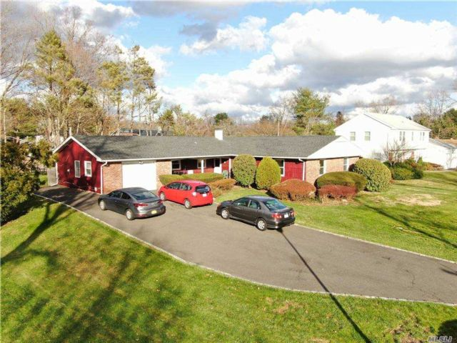 4 BR,  4.00 BTH  Ranch style home in Stony Brook