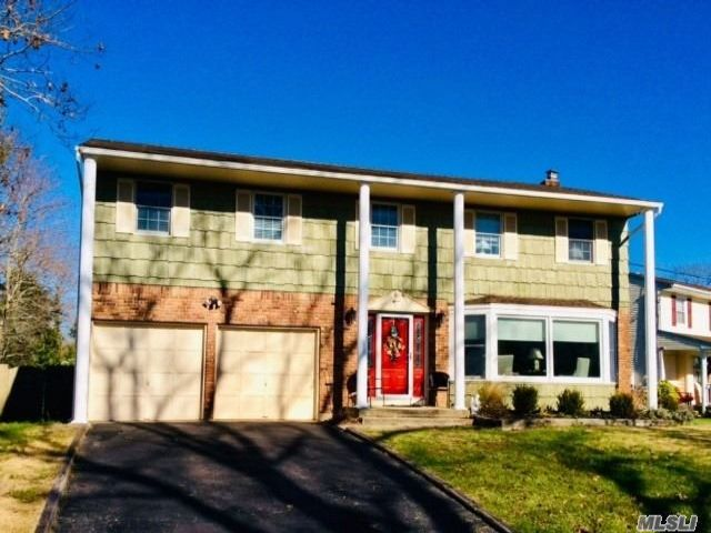 4 BR,  3.00 BTH Colonial style home in East Islip