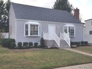 4 BR,  2.00 BTH Cape style home in Farmingdale