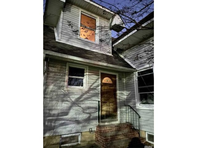 3 BR,  1.00 BTH Apt in house style home in Hempstead