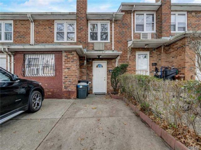 4 BR,  2.00 BTH Colonial style home in Queens Village
