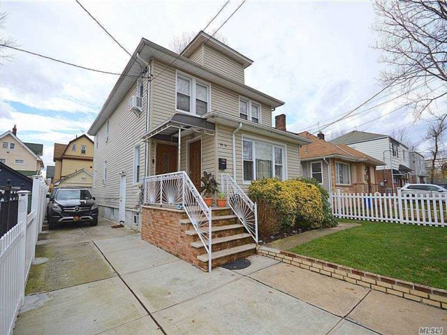 6 BR,  4.00 BTH Colonial style home in Hollis