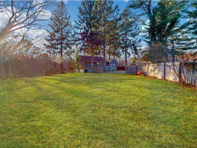 3 BR,  1.00 BTH Ranch style home in Ridge