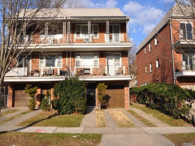 7 BR,  5.00 BTH Townhouse style home in Kew Gardens