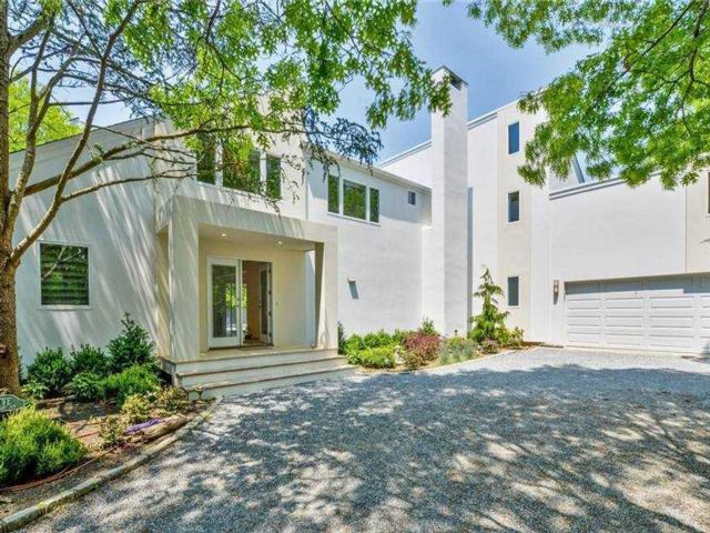 5 BR,  4.00 BTH Contemporary style home in Quogue