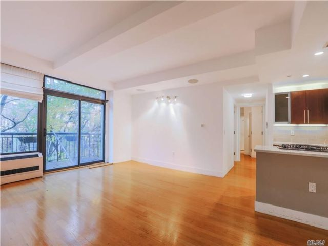 2 BR,  2.00 BTH  Mid rise style home in Prospect Heights