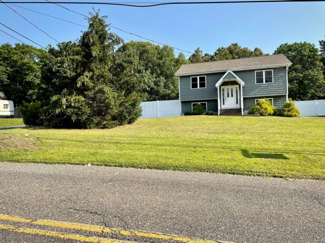 3 BR,  2.00 BTH  Hi ranch style home in Medford