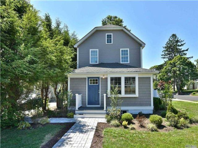 4 BR,  3.00 BTH Colonial style home in Syosset