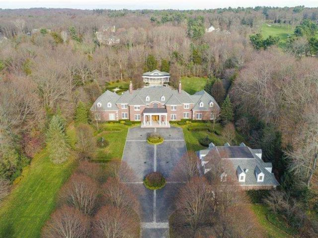 6 BR,  7.00 BTH  Estate style home in Upper Brookville