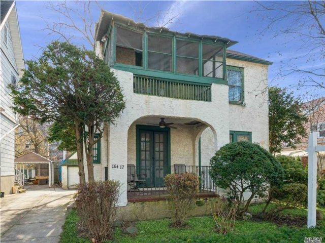 3 BR,  1.00 BTH Colonial style home in Jamaica Hills