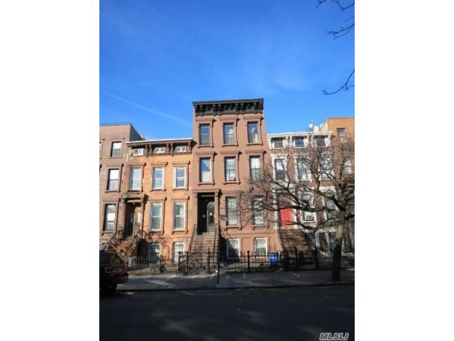 9 BR,  5.00 BTH  Townhouse style home in Bed-stuy