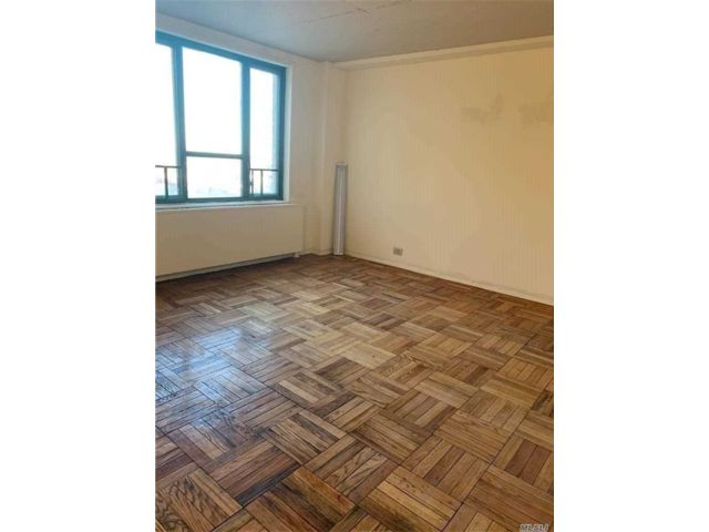2 BR,  1.00 BTH Apt in bldg style home in Parkchester