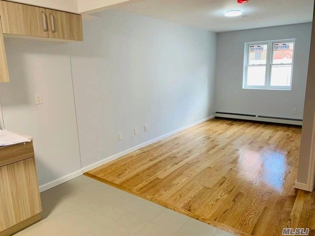 7 BR,  8.00 BTH  Contemporary style home in Fresh Meadows