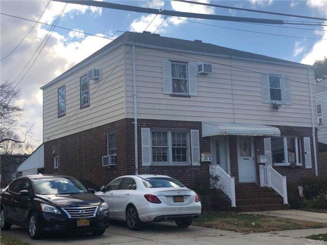 3 BR,  2.00 BTH Townhouse style home in Bellerose