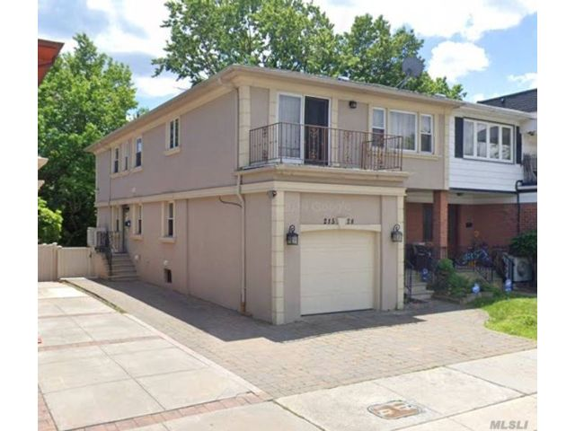 5 BR,  4.00 BTH Contemporary style home in Bayside