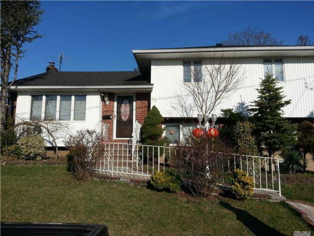4 BR,  2.00 BTH Split level style home in West Hempstead