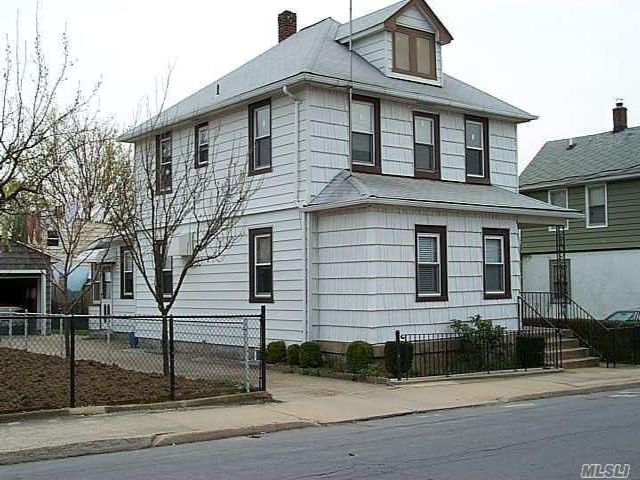 4 BR,  3.00 BTH Colonial style home in Glen Cove
