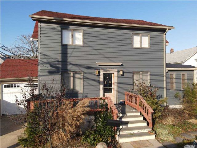 3 BR,  2.00 BTH Colonial style home in Long Beach