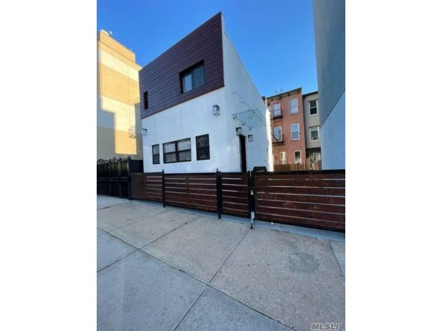 3 BR,  2.00 BTH  Colonial style home in Greenpoint