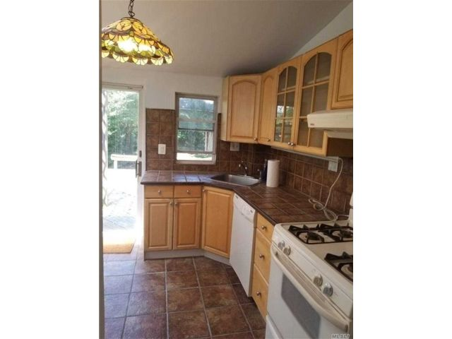 1 BR,  1.00 BTH Duplex style home in Mineola