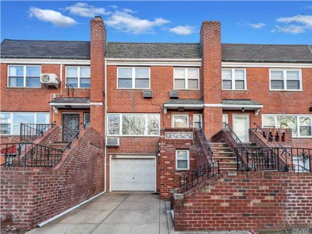 3 BR,  2.00 BTH House rental style home in Oakland Gardens