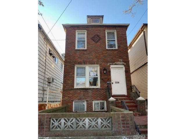 2 BR,  3.00 BTH  Colonial style home in Gravesend