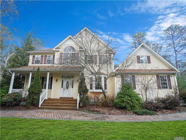 5 BR,  3.00 BTH  Colonial style home in Manorville