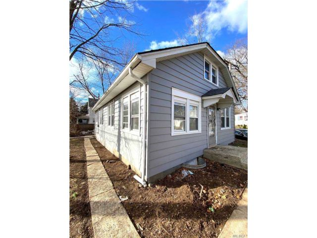 4 BR,  2.00 BTH Cape style home in Huntington Station