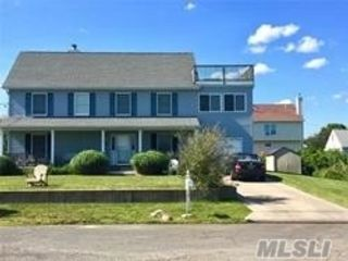 4 BR,  5.00 BTH Colonial style home in Shirley