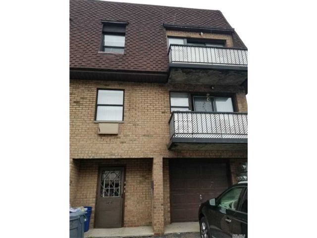 3 BR,  2.00 BTH  Apt in house style home in East Elmhurst