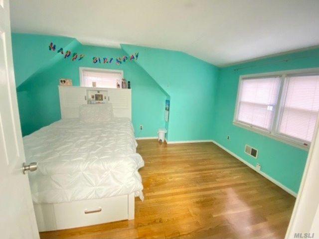 4 BR,  2.00 BTH Duplex style home in Elmont