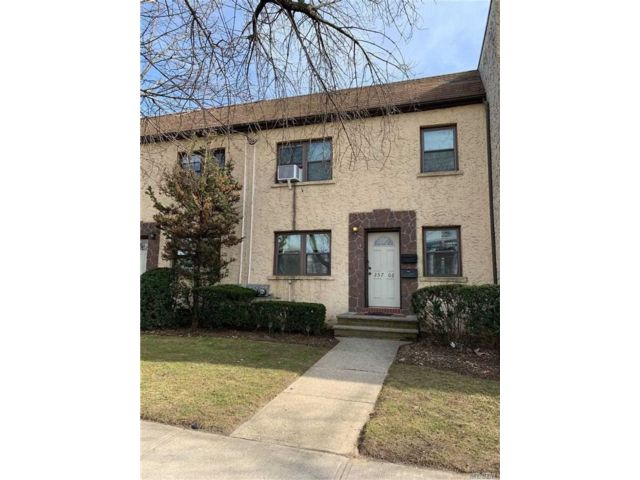 1 BR,  1.00 BTH Apt in bldg style home in Floral Park