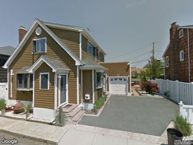 3 BR,  2.00 BTH Cape style home in Long Beach