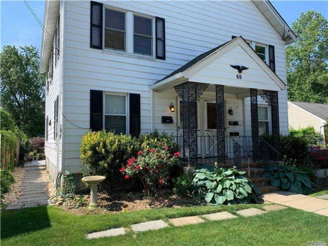 1 BR,  1.00 BTH  Colonial style home in Syosset